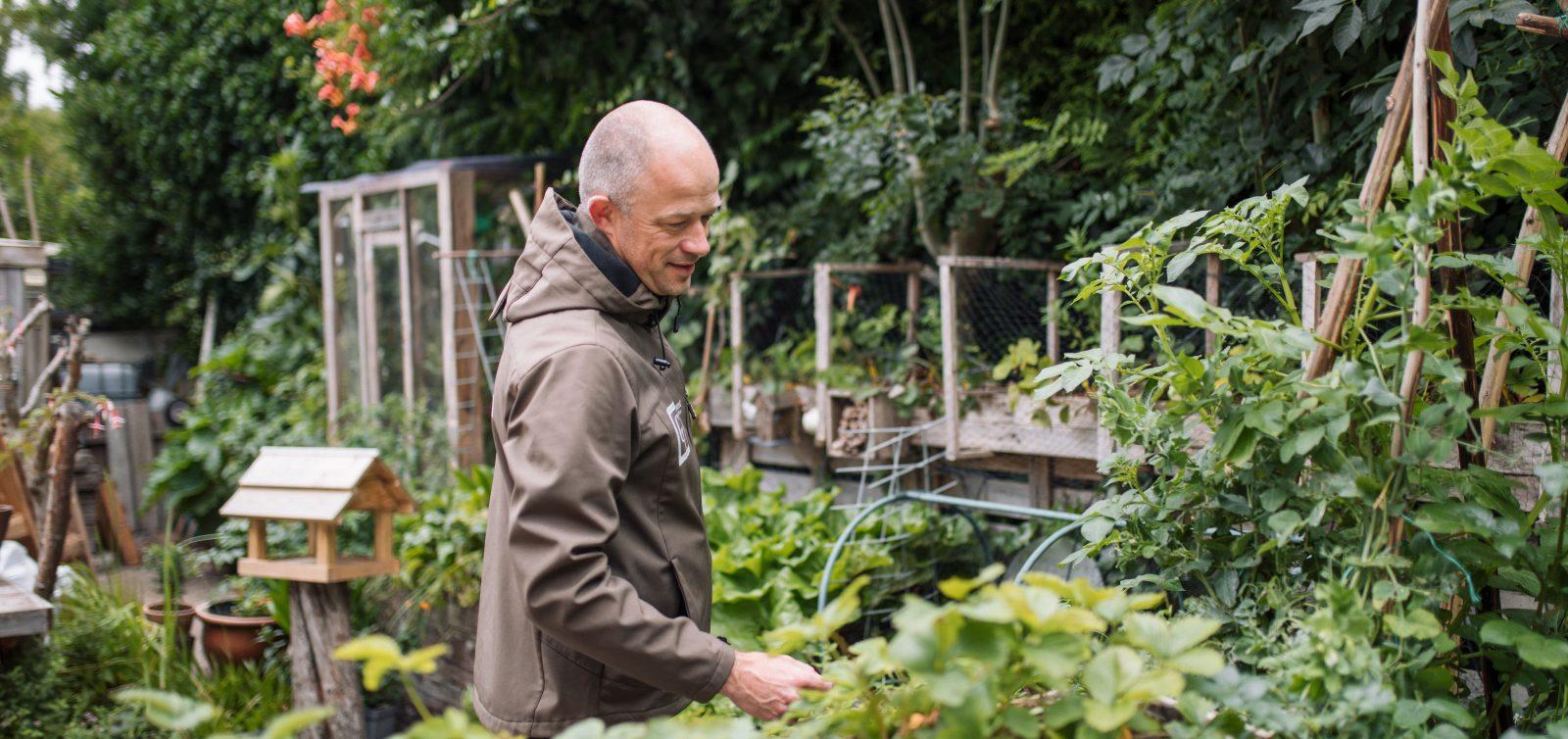 Gerard Tamminga in de tuin