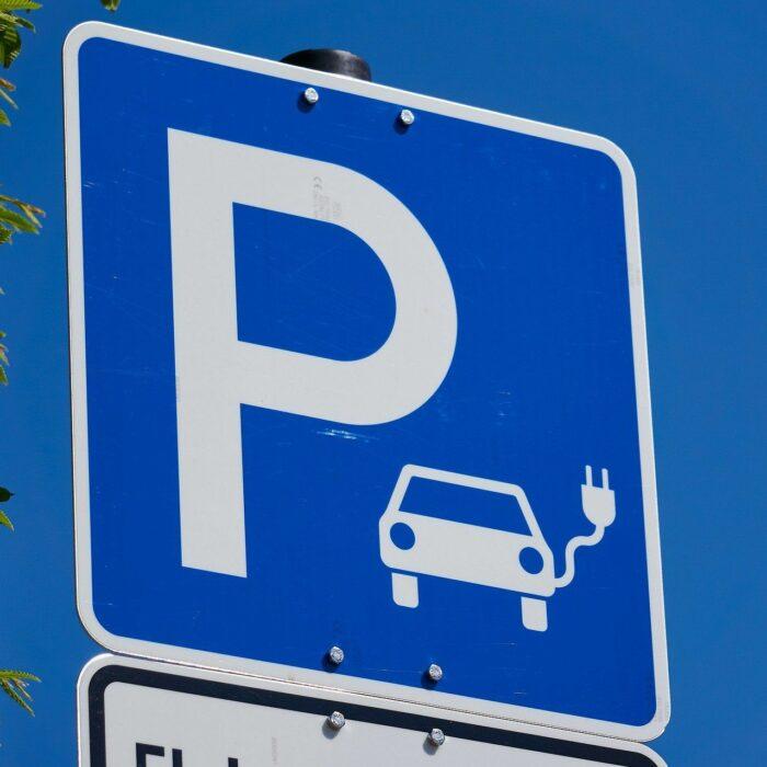 Elektrische auto parkeren