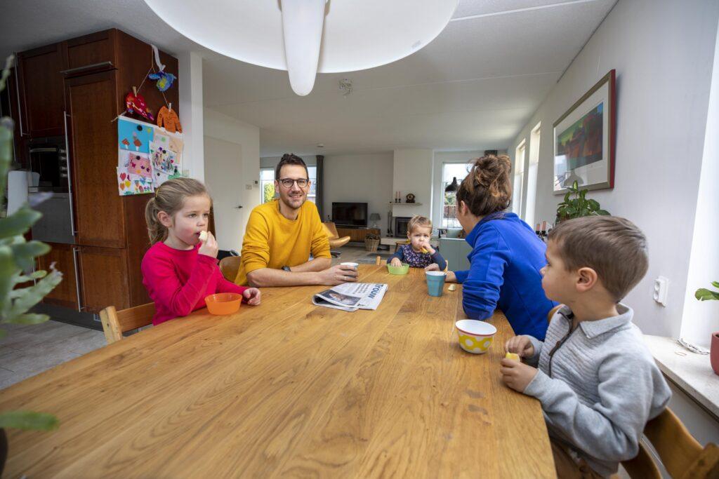 Sander met zijn gezin in hun aardgasvrije woning